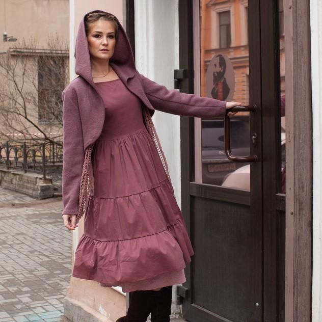 платье приглушенного пурпурно-розового цвета