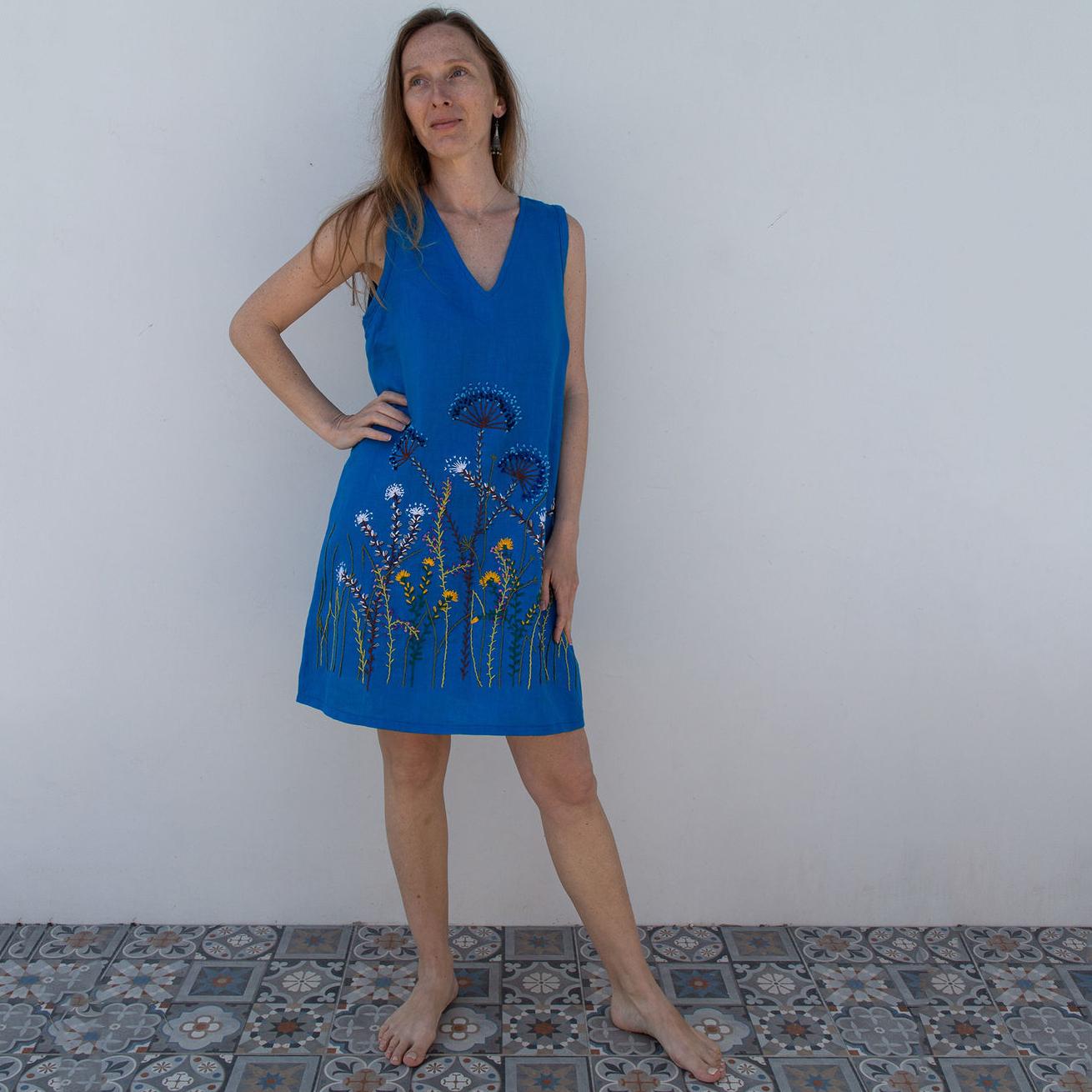 MarlЁn синее платье с вышивкой