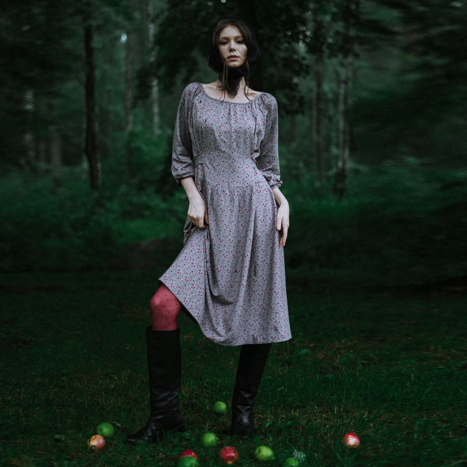 WonderMary платье в красный мелкий цветочек